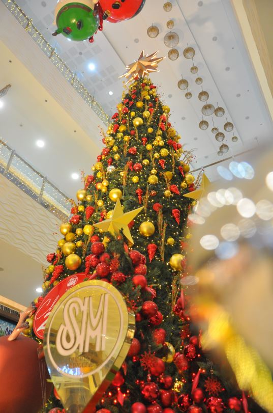 SM City Puerto Princesa lights up giant Christmas Tree